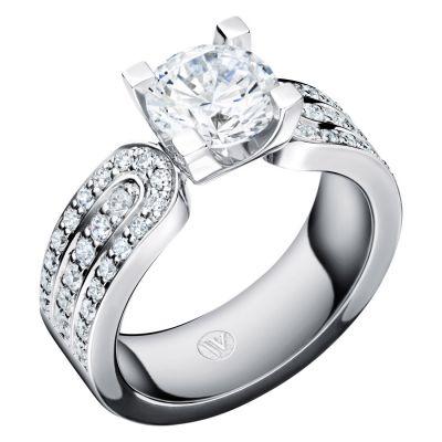 Lars Wallin Hartman J med TWVVS diamanter, ca 2.60ct.