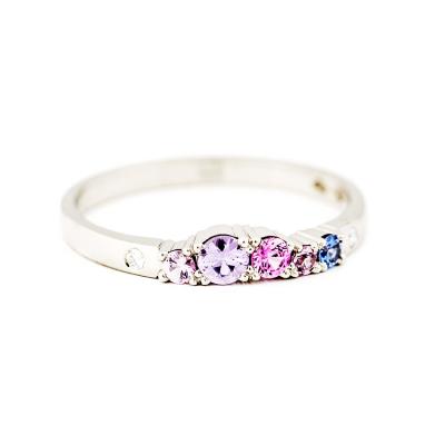 Keto förlovningsring med safirer och diamanter.