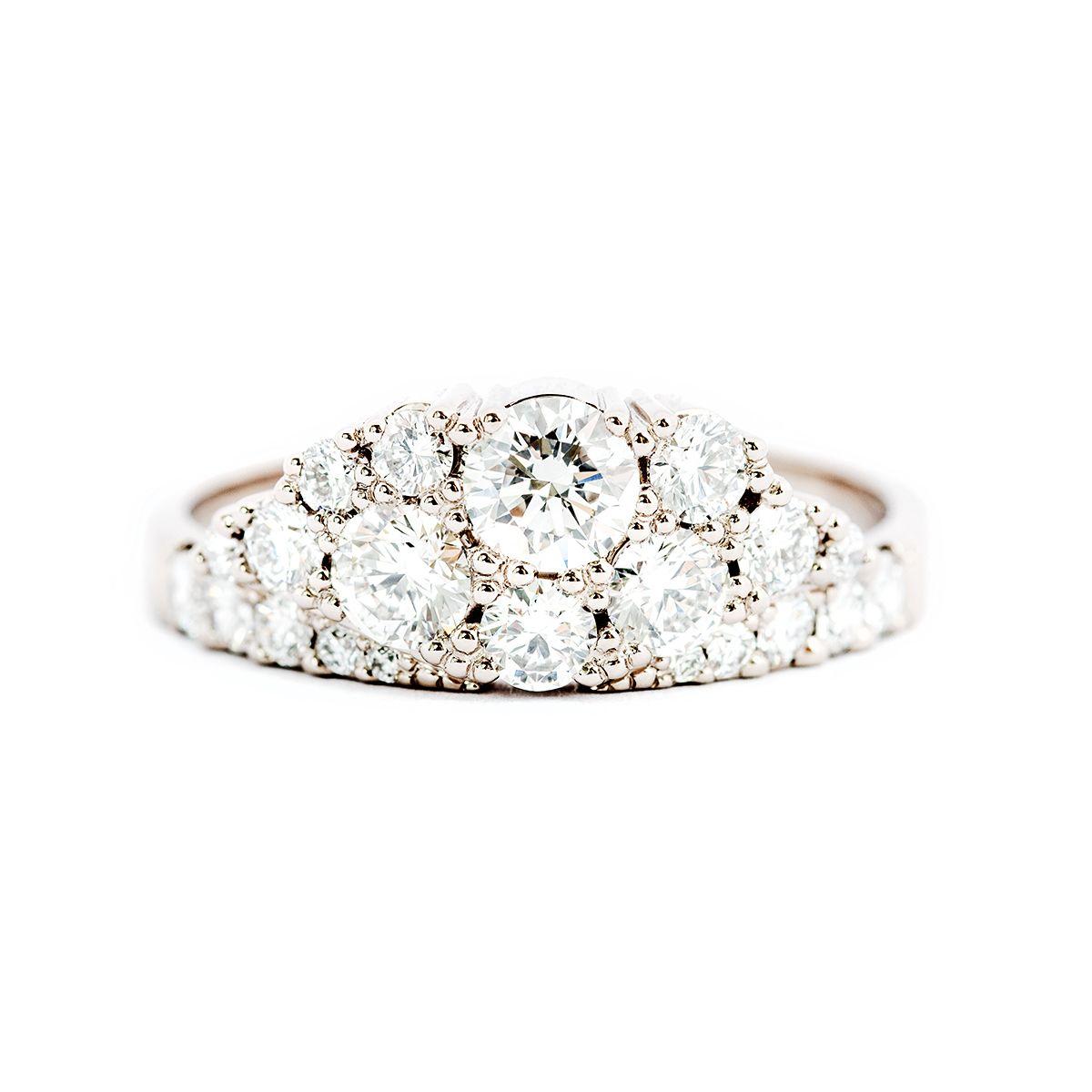 Vigselring Kaje med diamanter.