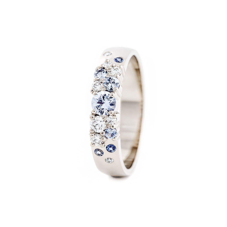 Keto vigselring 4mm med diamanter och safirer.